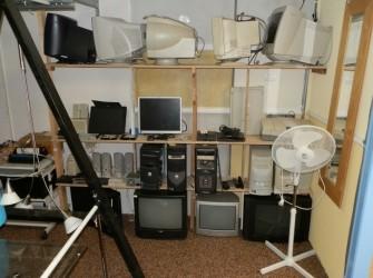 Apparatuur tv computers radio's