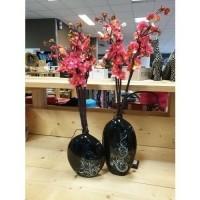 Zwarte vaas / kunstbloemen