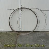 Hele grote ringen, 100/110 en 130 cm. diameter.