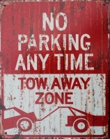 """Tekstbord:""""No Parking any time tow away zone"""""""
