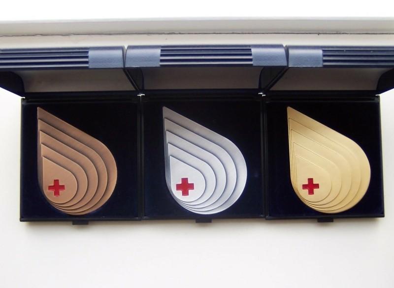 Set van 3 Sanquin / bloedbank penningen.