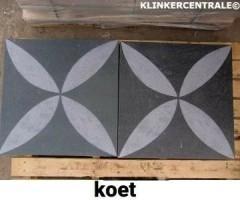 20102 B-KEUS betontegels terrastegels met print type KOET