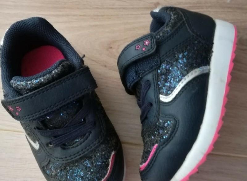 sneakers meisje