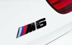 Zwart M6 embleem