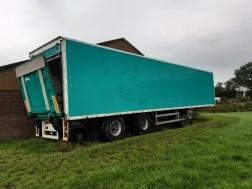 Geïsoleerde trailer achterwiel stuurbaar