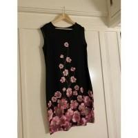Zwart jurkje stretch met roze bloemen