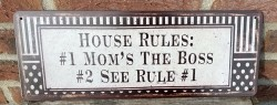 """Tekstbord:""""House rules: 1 Mom's rules The Boss, 2 See rule…"""
