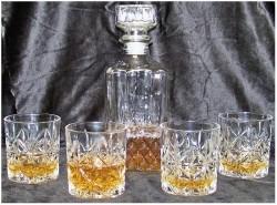 Whiskeyset - karaf met 4 glazen  Alleen deze week 10% extra…