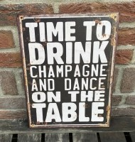 """Tekstbord: """"Time to drink champagne and dance on the table"""""""