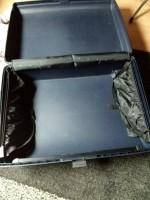 2 blauwe grote koffers met schijverslot