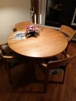 Massief eiken ronde eettafel met stoelen