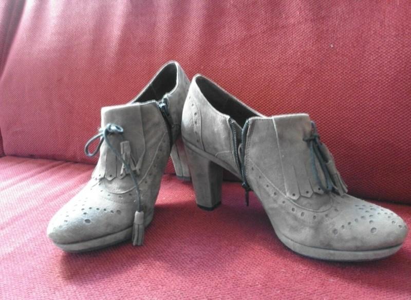 Praktisch nieuwe damesschoenen met hoge hak mt 40