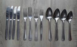 Te koop twaalfdelig gebruikt bestekset (lepel, vork en mes)