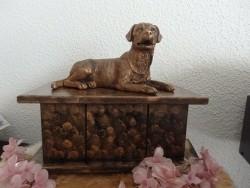 Labradorhond beeld op urn als set te koop of los te koop