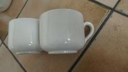 E 1 - Twee witte soepkoppen