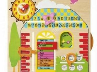 Houten kalenderklok met jaargetijden