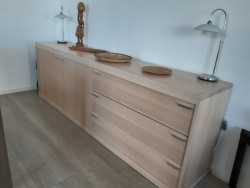 Eiken (gekalkt) dressoir, modern licht design