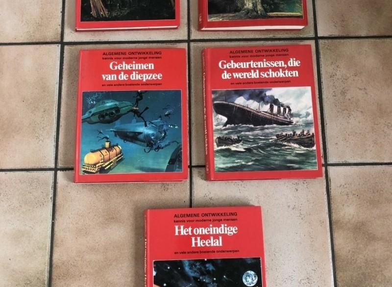 E 3 of E 8 E;en of vijf prachtige boeken