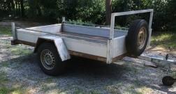 Aanhangwagen met extra brede laadbak