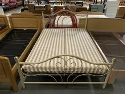 2-persoons bed 140