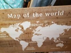 Houten map off the World ( schilderij)