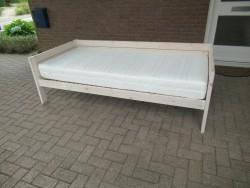 Te koop: Bed