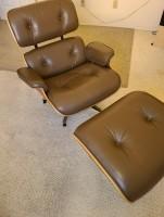 2009 Herman Miller Eames stoel met poef