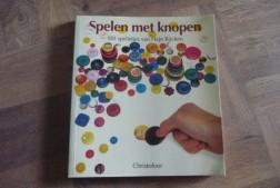 """E 1,50 Boek: """"Spelen met knopen"""""""
