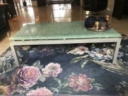 Design salontafel met glazen blad
