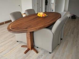 Ovale walnoten tafel ook geschikt als vergadertafe