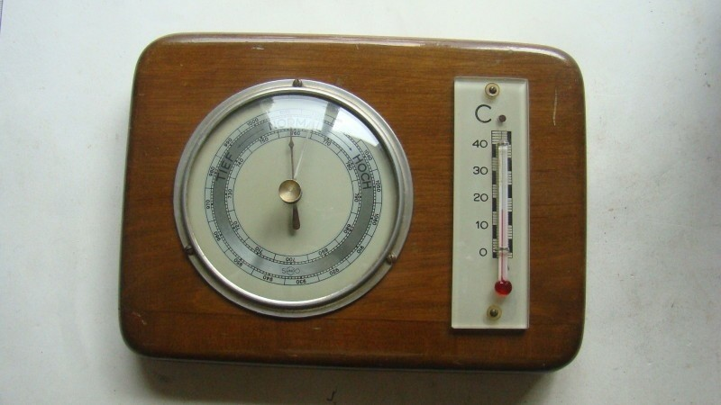 Barometer met temp