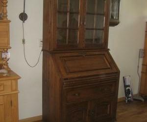 Bureaukast met opzet vitrinekast