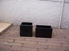 2 kleine planten bakken zwart
