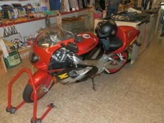 Suzuki motor SRAD 750, Rood
