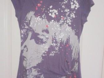 Hip paars T-shirt met knoopjes en glitters, maat M, Only