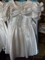 Bruiloft? Bruidsmeisje? 2 ivoorwitte  vintagejurkjes