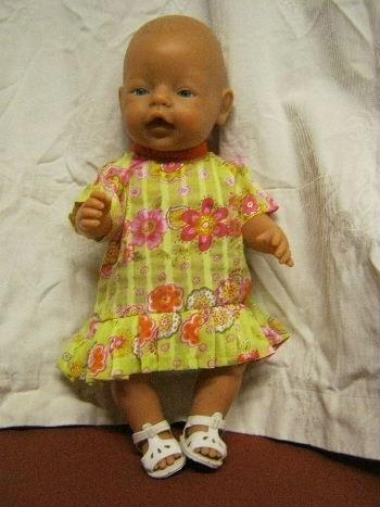 Zelfgemaakte poppenkleertjes voor Baby Born