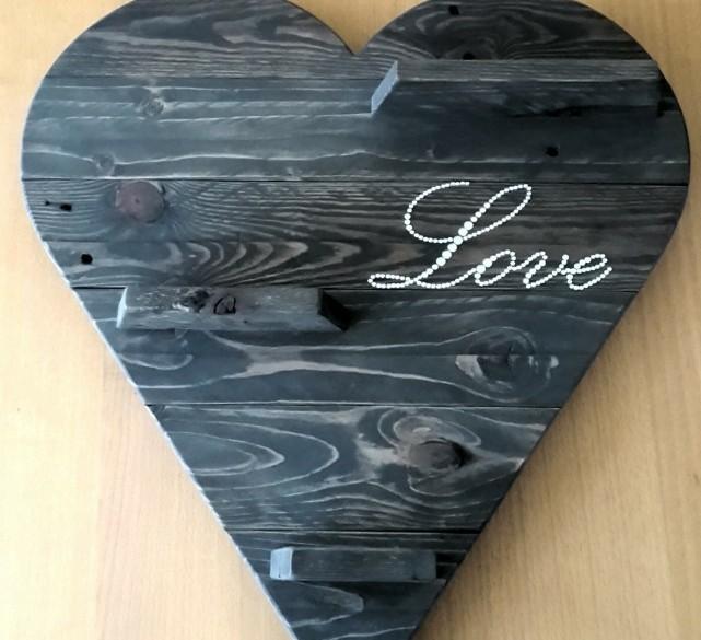 "Houten Hart (Pallethout) met Tekst ""LOVE"""