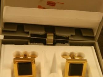 Machetknopen met zirkoon in doosje Pandjeshuis Harlingen