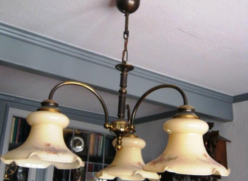 klass.messing hanglamp/3 glazen kappen,diam.56 cm,zgst
