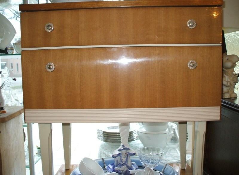 2 houten retro nachtkastjes in hoogglans