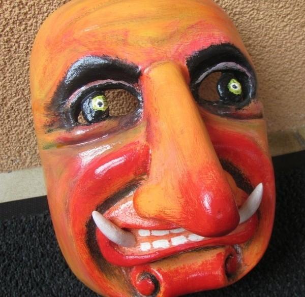 Leuke handgesneden houten maskers te koop