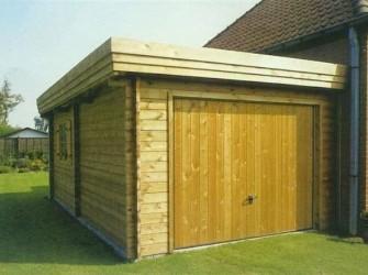 Houten-aanbouw-garage in blokhut-systeembouw