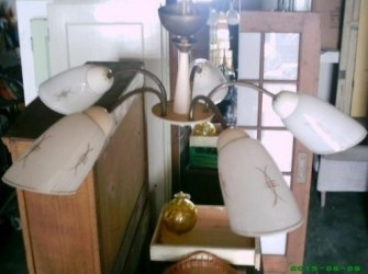 Antieke eiken lamp met messing kelk