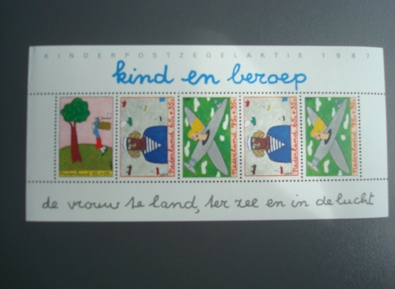 1987,cat nr 1390, blok / vel kinder postzegel , postfris
