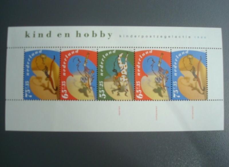 1990,cat nr 1460, blok / vel kinder postzegel , postfris