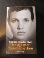 Meisje met negen pruiken - Sophie van der Stap