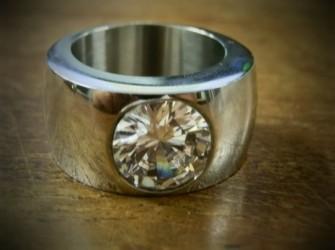 Mooie brede ring met stras Pandjeshuis Harlingen